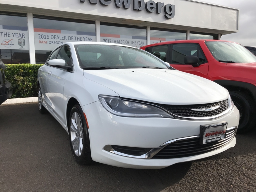 Chrysler 200 Limited >> Pre Owned 2016 Chrysler 200 Limited Convenience Group Bluetooth 4d