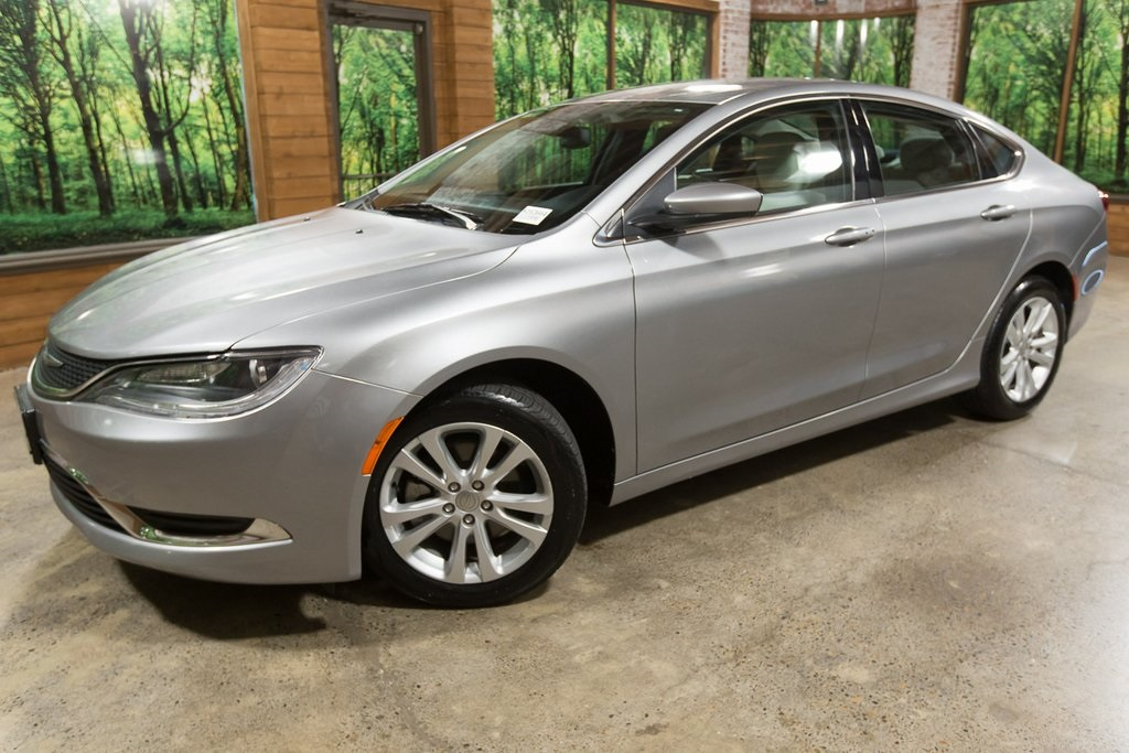 Pre-Owned 2015 Chrysler 200 Limited 1-Owner, Clean Carfax/Title