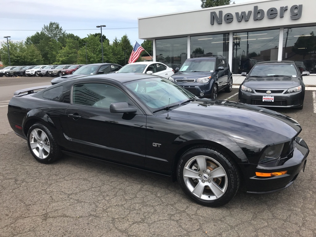 Pre-Owned 2006 Ford Mustang GT Premium V8, Leather, Clean Carfax