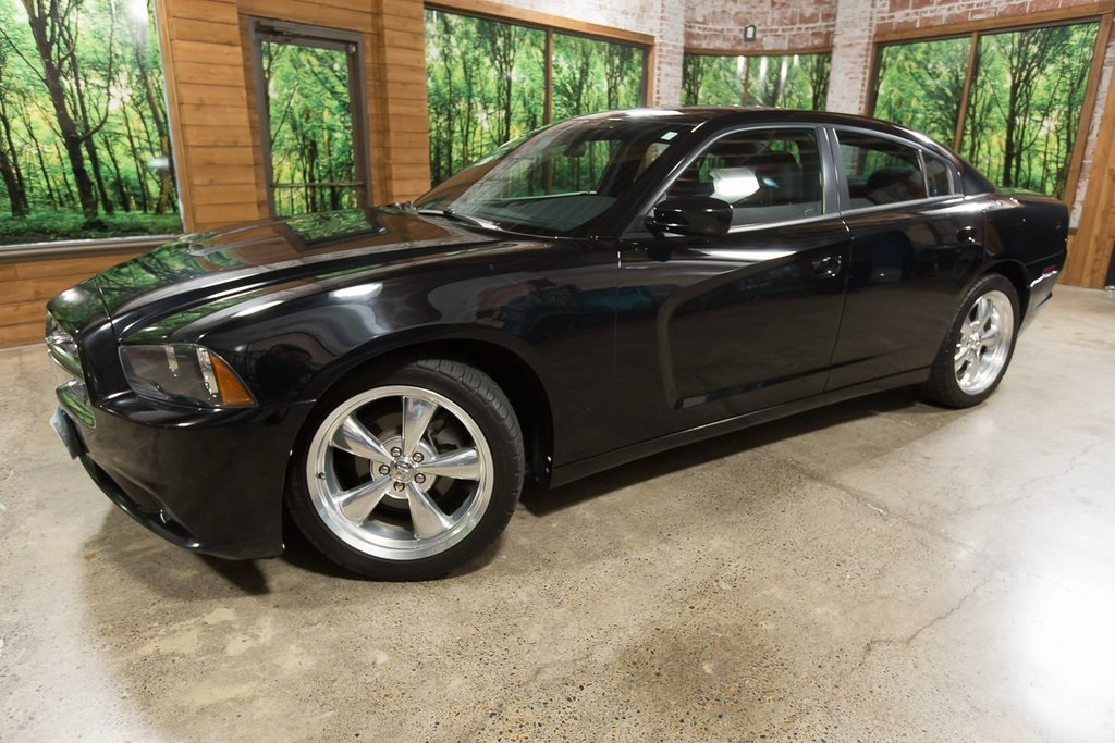 Pre-Owned 2013 Dodge Charger SE LOW MILEAGE, Clean Carfax, 20-Inch Wheels