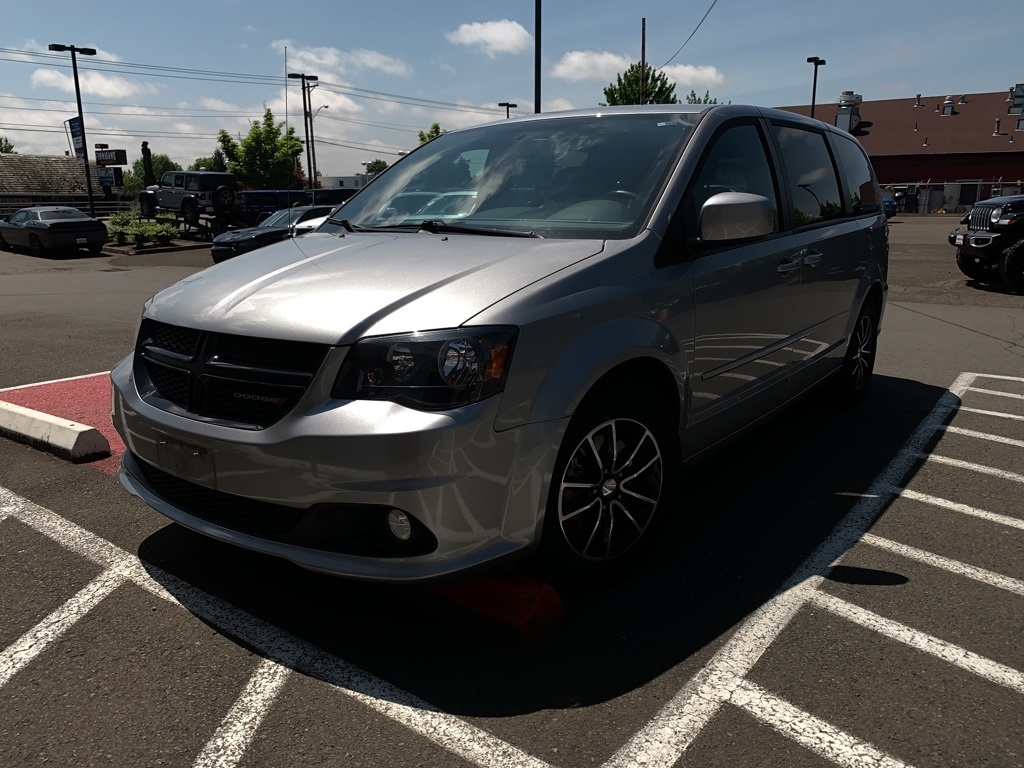 Certified Pre-Owned 2016 Dodge Grand Caravan SXT Blacktop Package, 1-Owner, DVD, Navi, Stow-n-Go