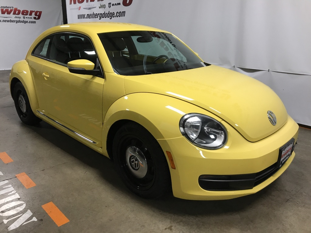 Pre-Owned 2012 Volkswagen Beetle 2.5L Automatic, Heated Seats, LOW Miles