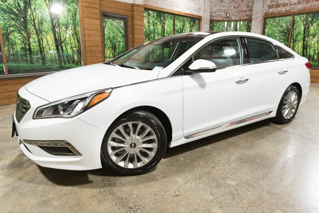 Pre-Owned 2015 Hyundai Sonata Limited 1-Owner, Tech Pkg, Navigation, Panoramic Sunroof