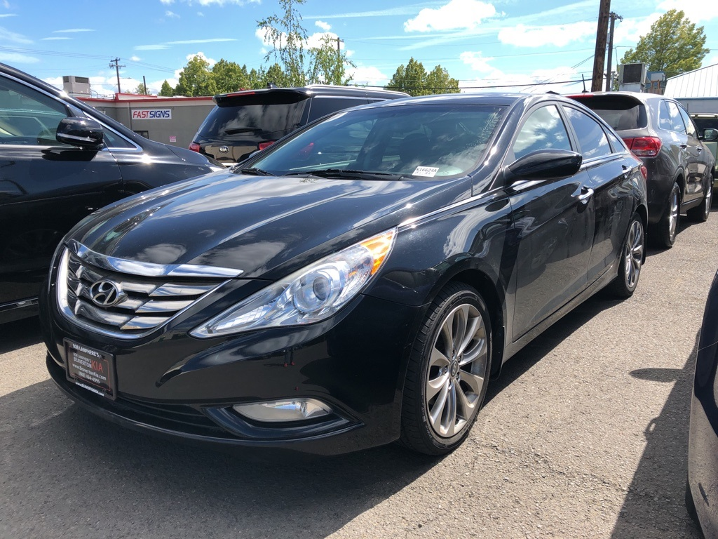 Pre-Owned 2013 Hyundai Sonata SE Sunroof, Leather-Trimmed Seats, Navigation