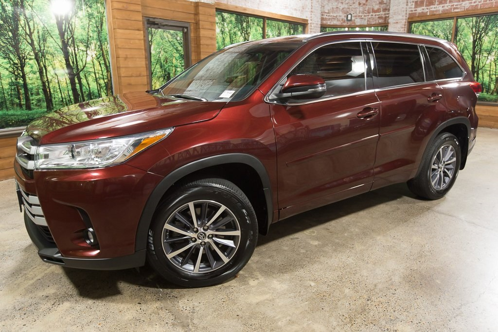 Pre-Owned 2018 Toyota Highlander XLE AWD, 1-Owner, Navigation, Sunroof, Warranty