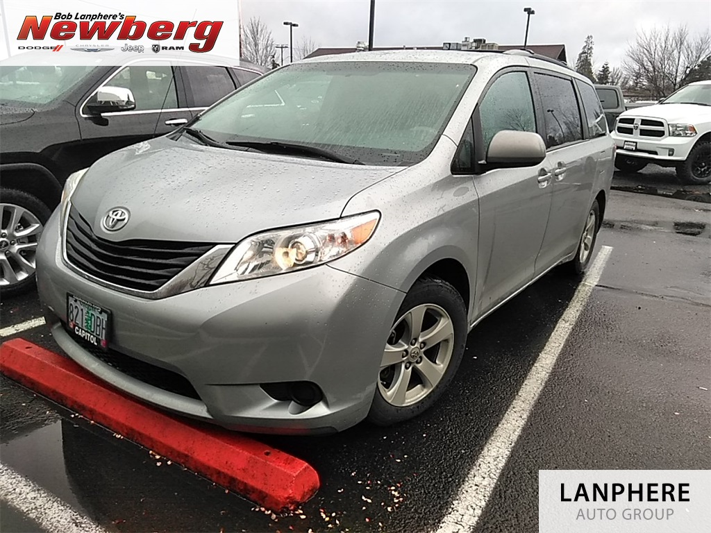 Pre-Owned 2014 Toyota Sienna LE Clean Carfax, Roof Rack, Tow Package!