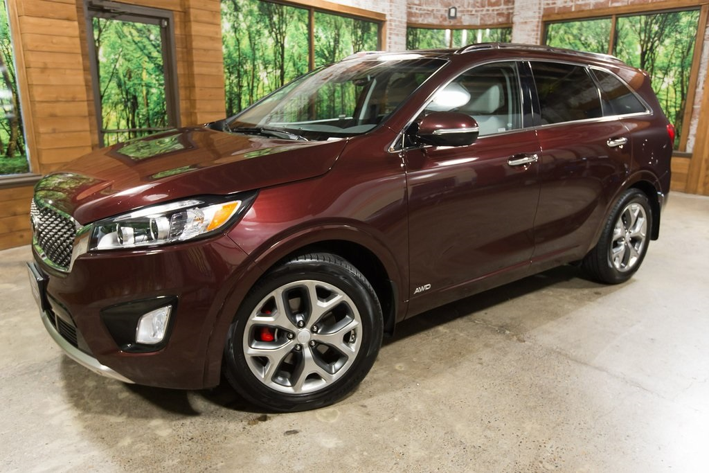 Certified Pre-Owned 2017 Kia Sorento SX Panoramic Sunroof, Navigation, 1-Owner