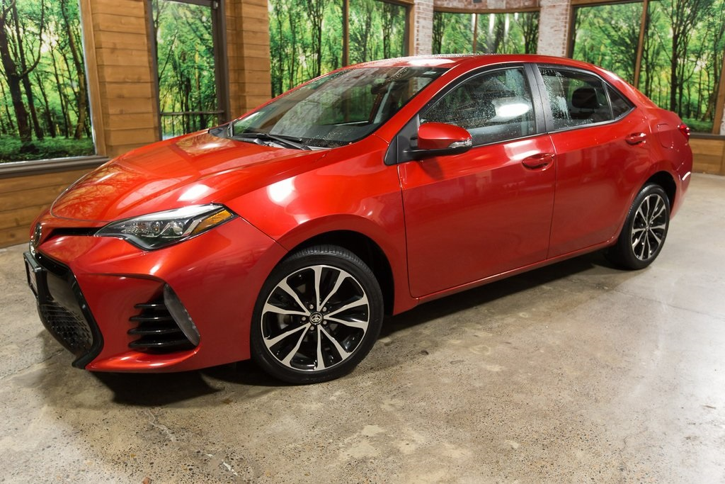 Pre-Owned 2017 Toyota Corolla XSE 1-Owner w/ Navigation, Sunroof & Clean Carfax