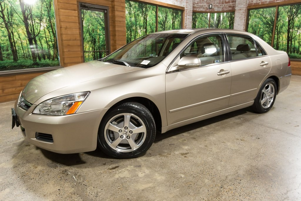 Pre-Owned 2006 Honda Accord Hybrid LOW Miles, Sunroof, Leather, Navigation