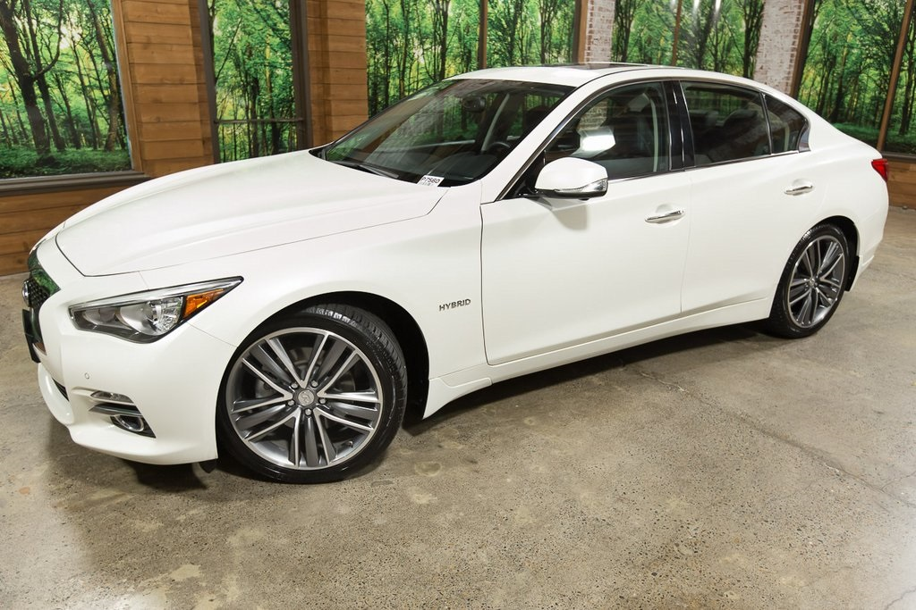 Certified Pre-Owned 2016 INFINITI Q50 Hybrid AWD with Navigation, Sunroof, Heated Seats