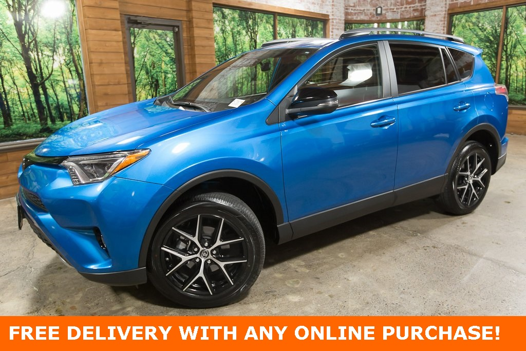 Pre-Owned 2017 Toyota RAV4 SE AWD, Sunroof, 1-Owner, Blind Spot Mirrors