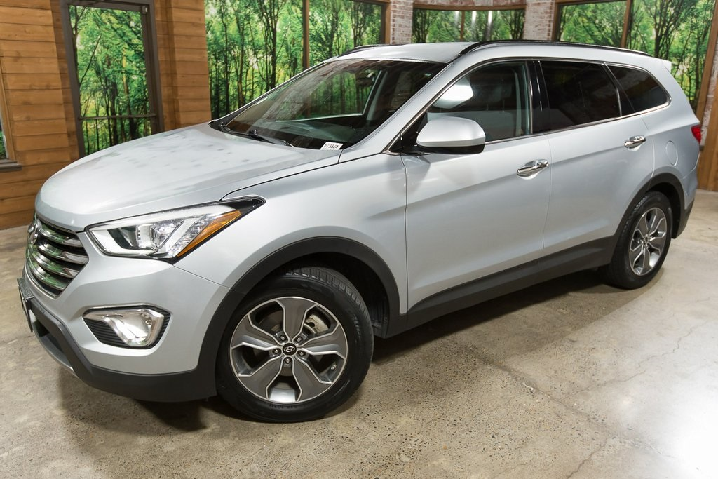 Pre-Owned 2016 Hyundai Santa Fe SE AWD, Backup Camera, V6, 3rd Row Seat