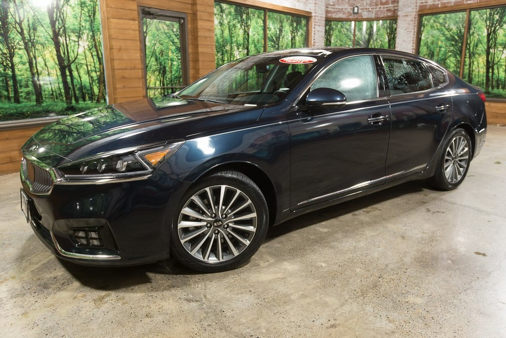 Certified Pre-Owned 2017 Kia Cadenza Technology CERTIFIED, Navigation, Sunroof