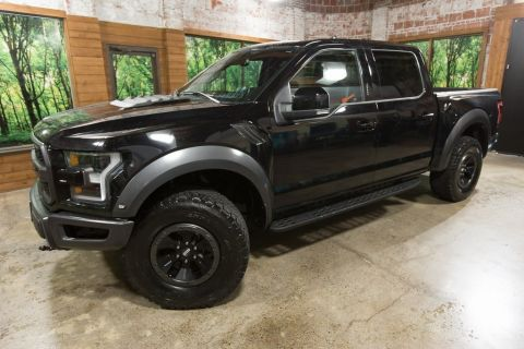 Pre-Owned 2017 Ford F-150 Raptor 4WD, Panoramic Sunroof, Navi, Tech Pkg