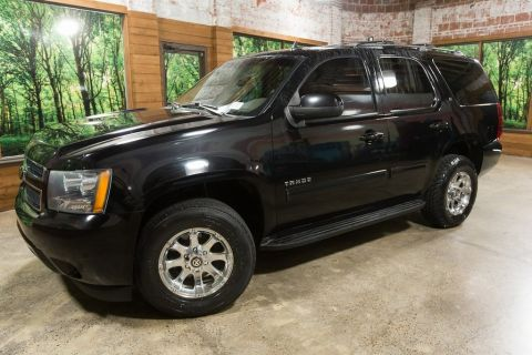 Pre-Owned 2011 Chevrolet Tahoe LT 4WD, Custom Wheels, Leather, DVD, New Tires