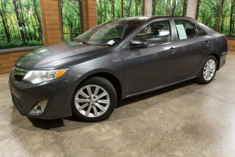 Pre-Owned 2013 Toyota Camry Hybrid XLE