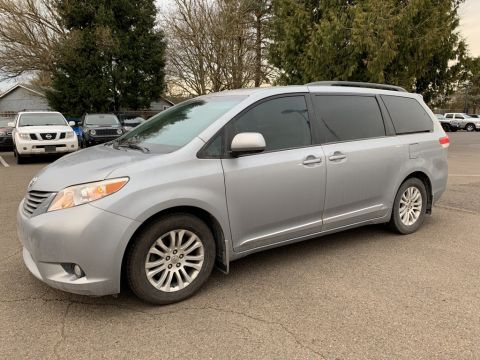 Pre-Owned 2013 Toyota Sienna 8 Passenger, Leather, Heated Seats
