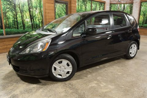 Pre-Owned 2012 Honda Fit Base 35 MPG, Clean Carfax, ONLY 30K MILES