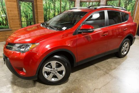 Pre-Owned 2015 Toyota RAV4 XLE AWD with Sunroof