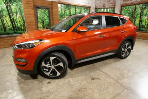 Pre-Owned 2017 Hyundai Tucson Limited Ultimate Pkg AWD, 1-Owner, Sunroof, Navigation
