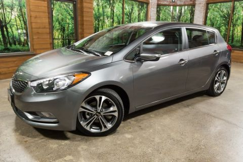Pre-Owned 2016 Kia Forte EX 1-Owner, Low Mileage!