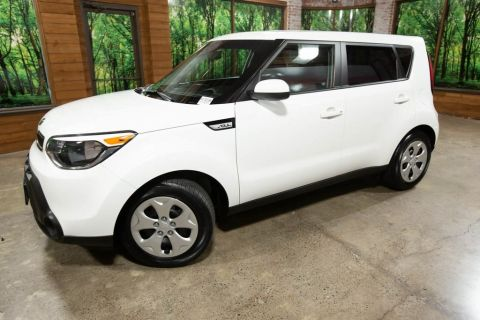 Pre-Owned 2015 Kia Soul Base 1-Owner, Clean Carfax