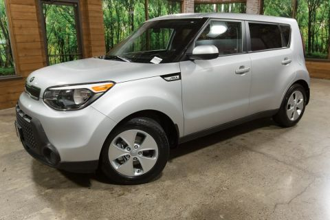 Pre-Owned 2016 Kia Soul Base 6MT, Bluetooth, Power Windows, 1-Owner!