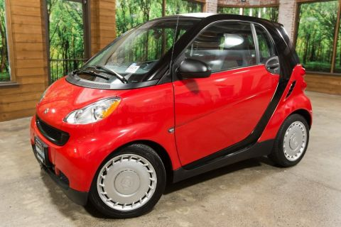 Pre-Owned 2009 smart Fortwo Pure 41/33 MPG, Clean Carfax