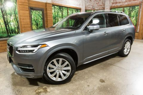 Pre-Owned 2018 Volvo XC90 T6 Momentum AWD w/ Navigation & Panoramic Sunroof